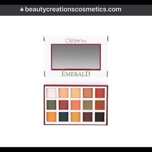 Emerald eyeshadow palette by Beauty Creations